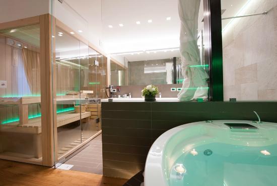 Bagno Deluxe con Sauna Privata Argentina Style - Picture of ...
