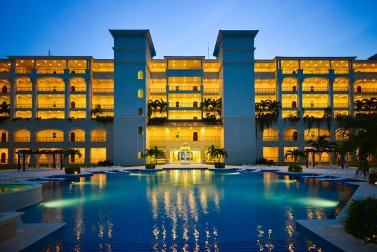 The Landmark Resort of Cozumel: Pool (Night)