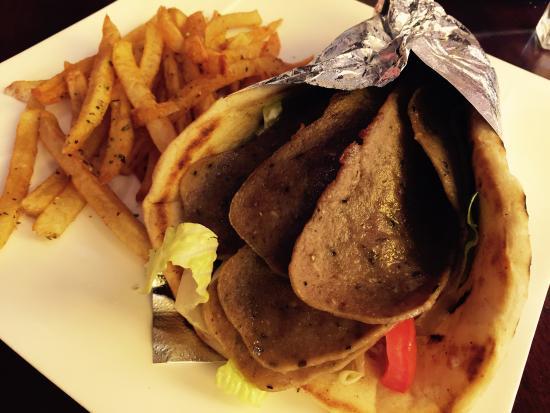 Trata Greek Taverna: Gyro pita with fries at lunch $9.50
