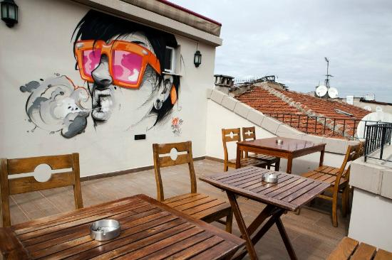 Hush Hostel Moda : Part of the rooftop!
