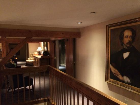 Bedford Village Inn: Hallway