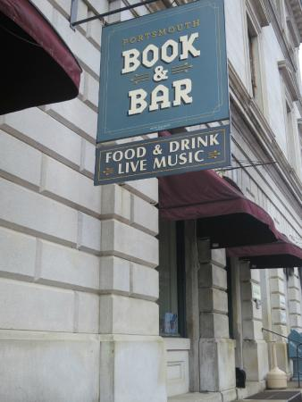 Portsmouth Book and Bar : Portsmouth Book & Bar in old Custom House, P'mouth NH