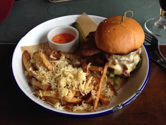 Craft Bar at The Salisbury Arms : Delicious double bacon cheeseburger and fries.