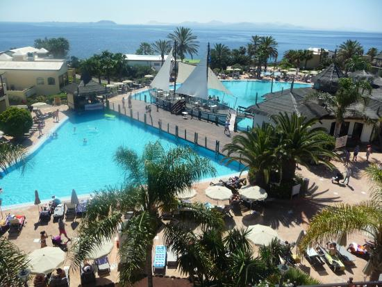 Piscines picture of h10 rubicon palace playa blanca for Andrezieux boutheon piscine