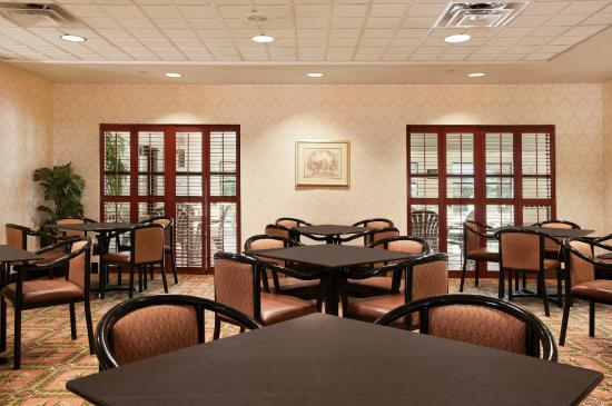 Wingate by Wyndham Chesapeake: Dining Area