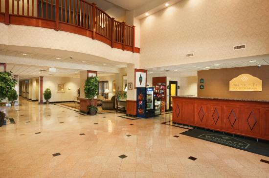 Wingate by Wyndham Chesapeake: Lobby