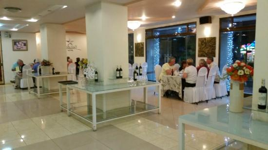 Chau Pho Hotel: dining area