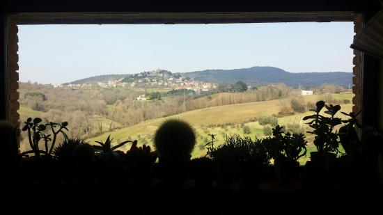 Finestra quadro su montegabbione picture of ristorante - Quadro finestra ...