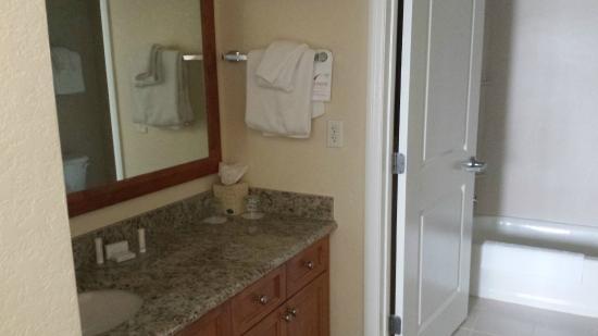 Residence Inn Cape Canaveral Cocoa Beach: Vanity Area (Room 212)