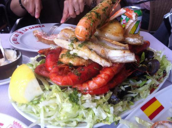 Restaurante El Rey de la Gamba Puerto Olimpico: Grilled seafood platter
