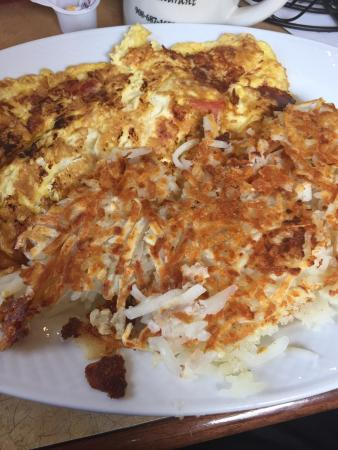Mark TWAIN Diner Restaurant: Omelette and hash browns