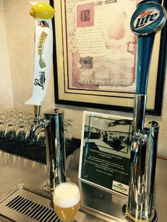 Wingate by Wyndham Green Bay/Airport: Manager's Reception with Complimentary Beverages and Snacks