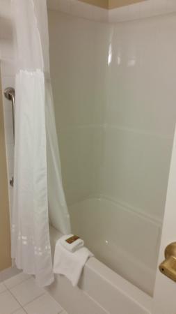 Bathroom, BEST WESTERN PLUS Winnipeg Airport Hotel  |  1715 Wellington Ave, Winnipeg, Manitoba