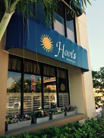 Hoot's: Front