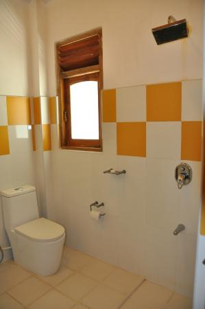 Dream Cafe & Guest House: baño