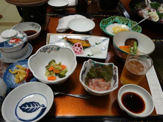 Honoka : 口コミを書きましたが、食事の写真がありましたので追加しました。 実際にはこの右側に刺身があり、そちらはおいしくいただきました。