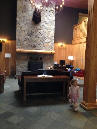 Super 8 Valemount : Lobby with complimentary coffee