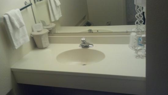 Chief Motel McCook: sink area