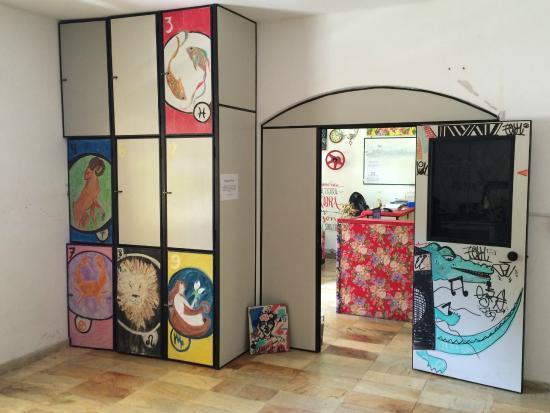 Hostel Onca da Praia : Sala para guardar bagagens em pós-check out.