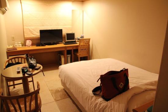 ホテル エンジェル, ダブルルーム  1人には十分な広さ