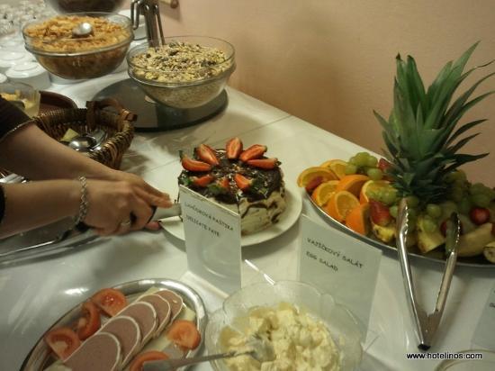 Inos: Breakfast buffet