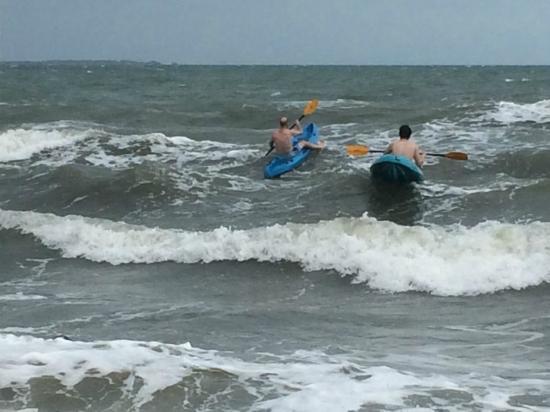 Jungle Jeanie's by the Sea: Sea kayaking off Jeanie's beach