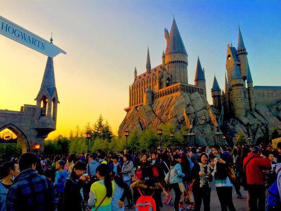 Garden Centre: Gorgeous Sunset By The Hogwarts Castle At Universal Studios Japan.