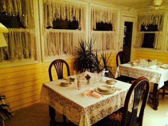 The Duck Smith House Bed & Breakfast : Dining Room