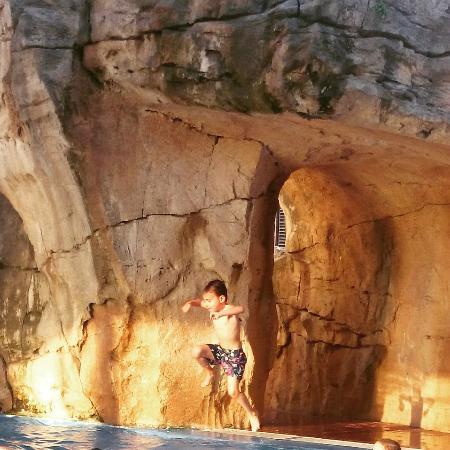 Piscina climatizada picture of gran hotel liber spa for Piscina climatizada