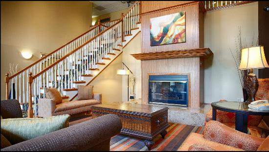 Best Western Plus Waco North: Relax in our cozy lobby