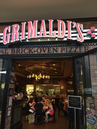 Grimaldi's Pizzeria - Green Valley : Esterno del locale