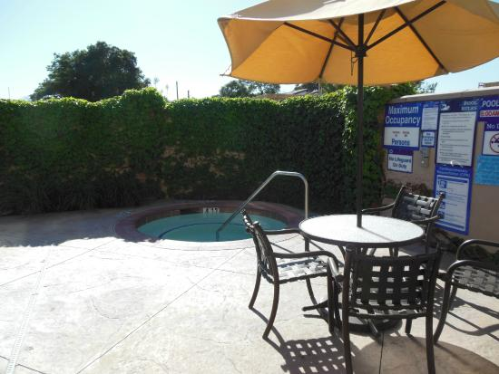 Holiday Inn Express Hotel & Suites Atascadero : Outdoor spa