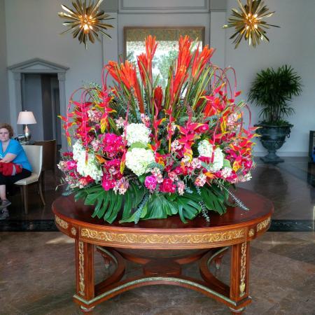 Miraflores Suites in Lima Peru : Lobby flowers