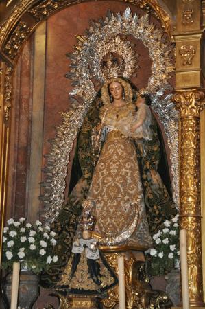 Basilica de la Macarena: imagenes de la Virgen