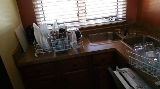 The Summit Resort: Dirty Dishes in room 410