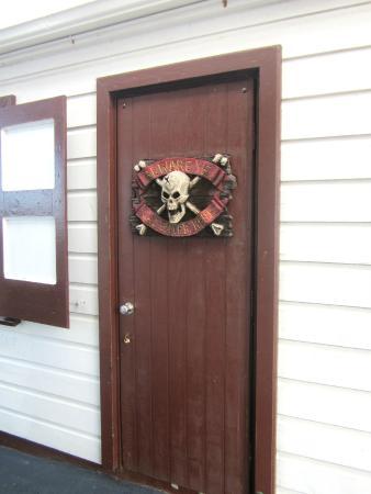 Saba Divers: Dive Shop Door