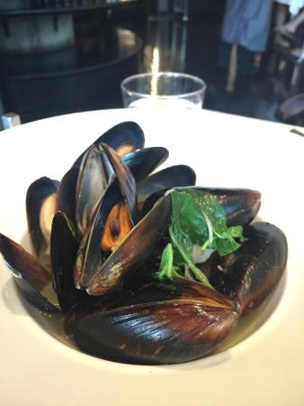 Steam New Zealand mussel with Thai style spice sauce