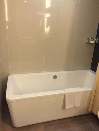 KSL Hotel & Resort: Bathtub