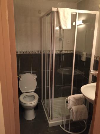 Hotel Reims: The Bathroom