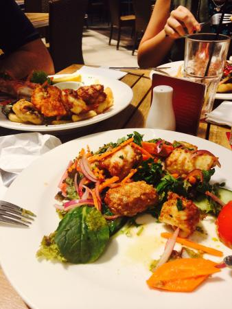 The Surf Club Palm Cove : Chilli calamari and Seafood Basket