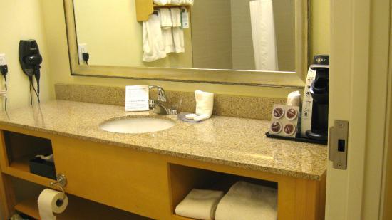 La Quinta Inn & Suites Rochester: Bathroom