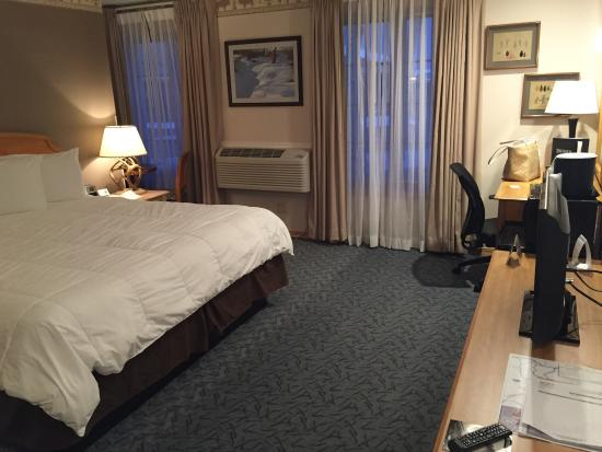Stage Coach Inn: View from door,spacious room. Love the bed side lamp.