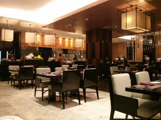 Crowne Plaza Semarang Dinner Service