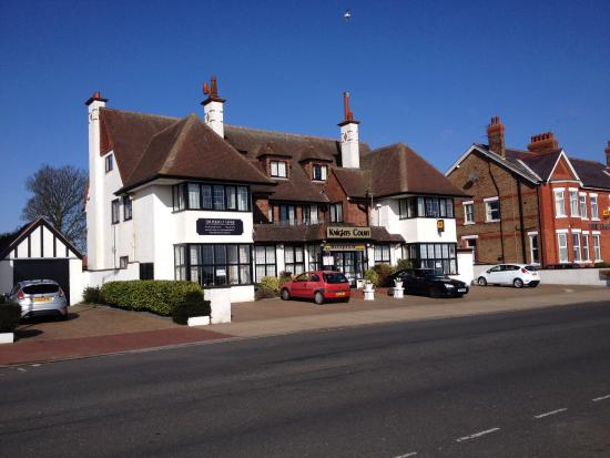 Knights Court Hotel: Frontage