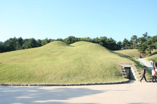 Songsan-ri Tombs and Royal Tomb of King Muryeong: 古墳群(墳丘)