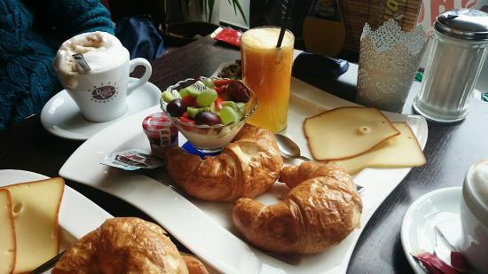Epinay Café & Bistro