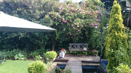 Admiralty Beach House: Beautiful Garden