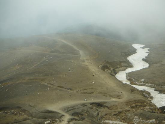 Mt.Tokachi: 十勝岳(摺鉢噴火口手前の登山道)