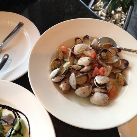 Golden Boot Cafe: Clams in White Wine - Delicious