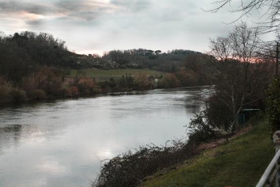 Chateau de Pitray: Prachtig uitzicht over de Dordogne op een zomer avond